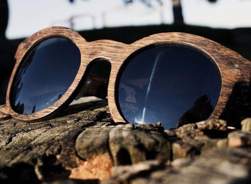 Loch shades