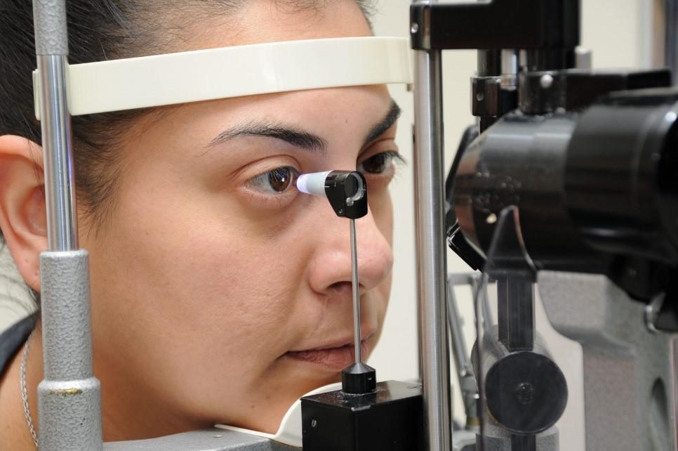 tonometer for eye pressure