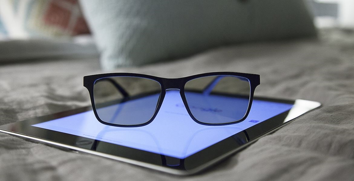 A blue glare tint or a yellow tint will be present on blue light glasses depending on the manufacturer.